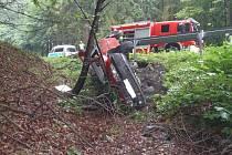 Vozidlo přelétlo přes svodidla.