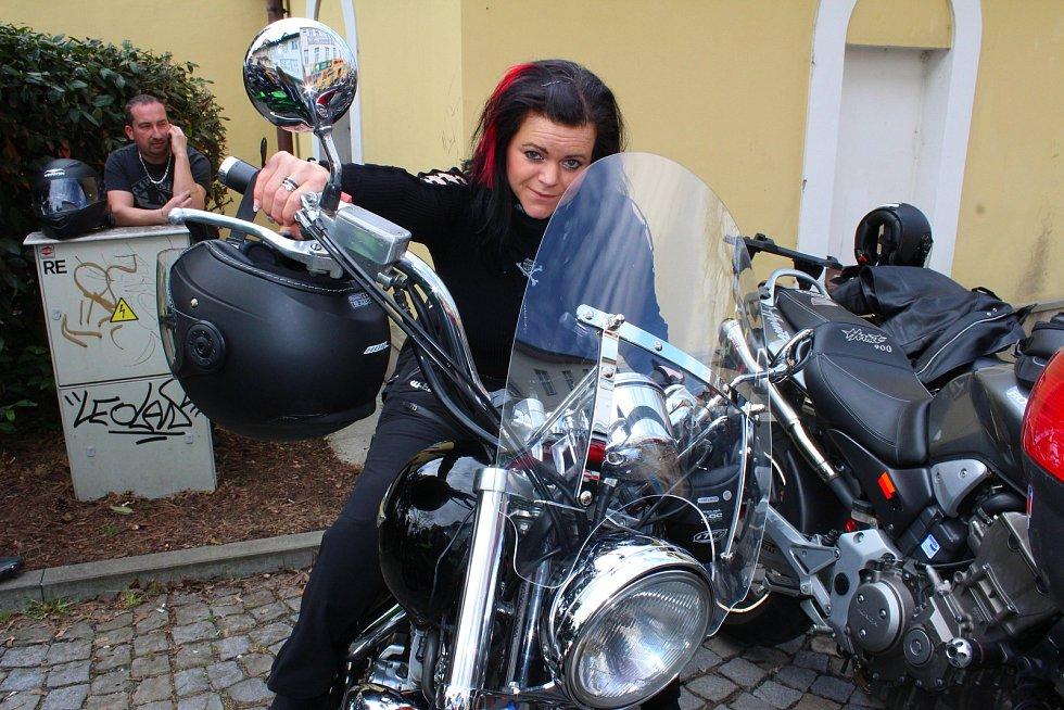 V sobotu 7. dubna 2018 se na náměstí v Otrokovicích konalo zahájení motorkářské sezony vyjížďkou MOTOBESIP - Restart. Na snímku je Vlasta Franková z Kroměříže.