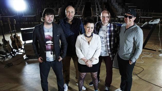 REFLEXY s Alžbětou představí píseň také na živých koncertech v rámci podzimního turné v měsíci říjnu a listopadu. Na něm proběhnou křty nového alba.