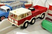 Výstava  Retrohrátky,  galerie Alternativa, plastové modely aut na setrvačník 70 až 80 léta 20. století