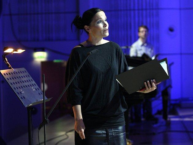 Tarja Turunen při zkoušce s filharmonií Bohuslava Martinů ve Zlíně.
