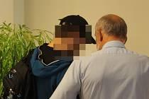 Obžalovaný se svým zástupcem před soudní síní