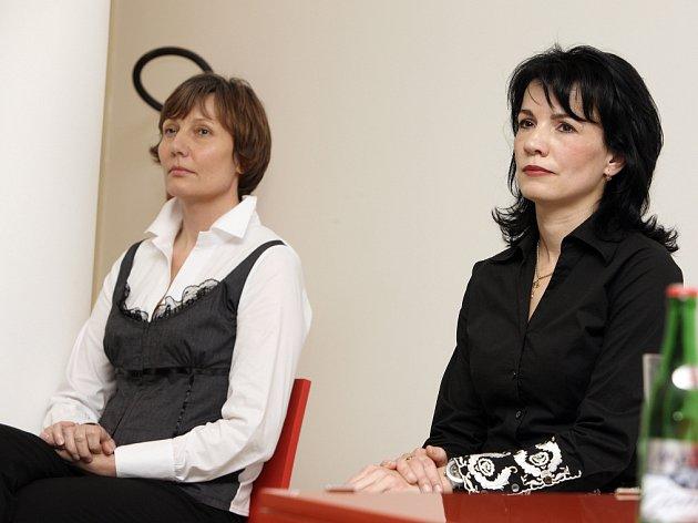 Kandidátky na děkanku Fakulty multimediálních komunikací Univerzity Tomáše Bati Jana Janíková (vlevo) a Irena Jůzová.