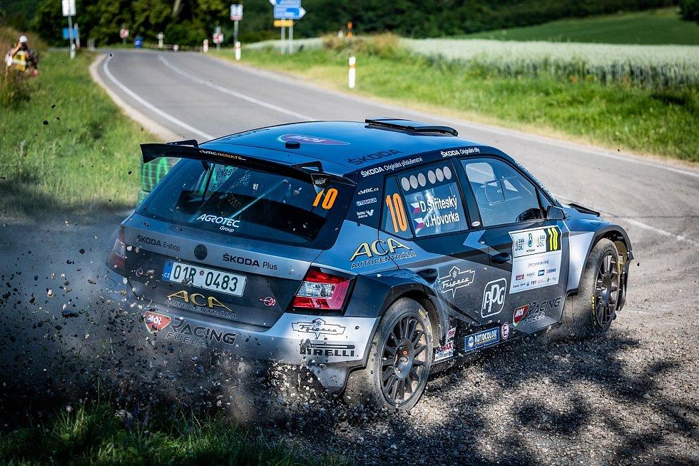Spokojen  s pátým místem se vrátil z hustopečské rallye kelčský automobilový závodník Dominik Stříteský, jenž pilotuje Škodu Fabii R5.