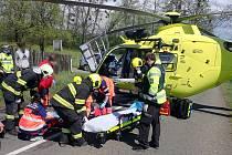 Vážná nehoda u Poličné na Vsetínsku. Motorkář se srazil s autem