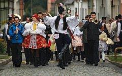 Už pětapadesátý ročník tradiční akce Slovácké hody s právem vyvrcholil v pondělí 10. října ve Spytihněvi. Spytihněvští tak navázali na nedělní slavnosti a odpoledne uspořádali krojovaný průvod chasy.