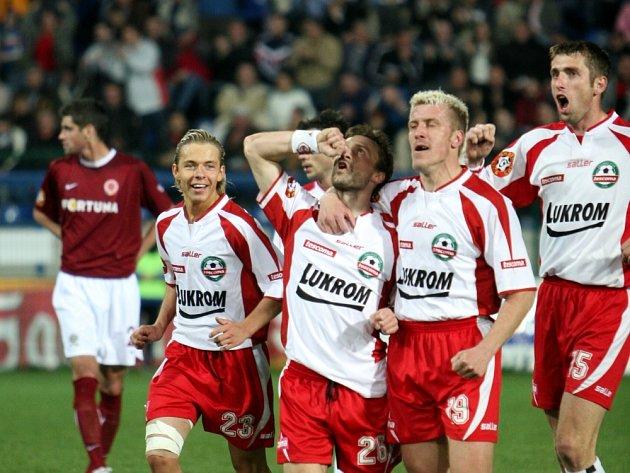 POKOŘÍ OPĚT SPARTU? Fotbalisté porazili letenský tým doma v dubnu v lize 2:0. Dnes jej přivítají v semifinále Poháru ČMFS.