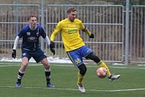 Fotbalisté Zlína (ve žlutých dresech) ve třetím přípravném zápase podlehli druholigové Líšni 0:1. Na snímku Tomáš Poznar.