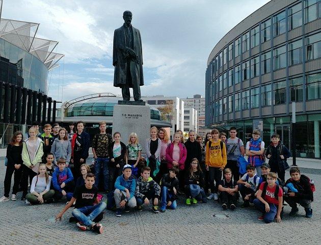 Ve školním roce 2016/2017 obnovila Základní škola Zlín, Křiby spolupráci s partnerskou Základní školou Jahodnická v Martině, aby po tříletém přátelství a vzájemných návštěvách oslavila sté výroční založení Československé republiky.