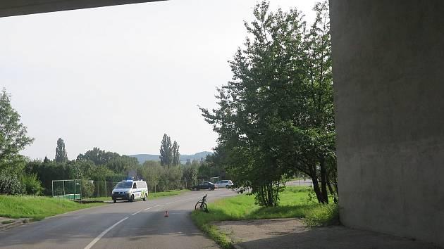 Z vyšetřování vyplynulo, že v danou dobu projížděla místem nehody další vozidla. Policie žádá svědky srážky světlého vozidla typu Pick-up s cyklistkou, aby se ozvali na linku 158.