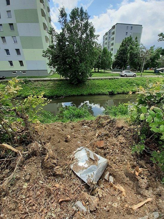 Přírodní živel poničil ve čtvrtek 24. června v Luhačovicích budovy, komunikace i zeleň.