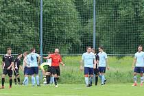 Fotbalisté Lužkovic (v černých dresech) porazili Kostelec 3:2.