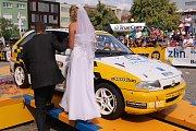 Závodníci na trati i v životě: Klára a Tomáš Heroldovi zpečetili svůj svazek na startu 47. ročníku Barum Czech Rally Zlín.