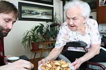Františka Tuswaldová při oslavách svých 103. narozenin