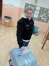 Voliči se vypravili v hojném počtu také do jedné z volebních místností na největším zlínském sídlišti Jižní Svahy.