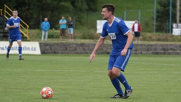 Fotbalisté Slavičína (v modrých dresech). Ilustrační foto