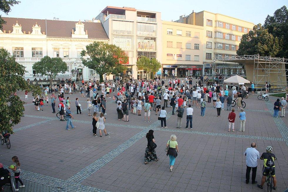 Demonstrace proti nové nemocnici ve Zlíně-Malenovicích, pondělí 14.9.2020.