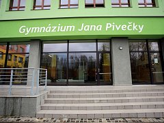 Gymnázium Jana Pivečky ve Slavičíně.