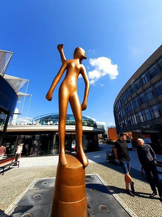Ve Zlíně vztyčili Zlatý střevíček, symbol Zlín Film Festivalu. Začala druhá část 61. ročníku svátku filmu. 8. září 2021