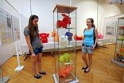 Výstava  Retrohrátky,  galerie Alternativa, plastové nafukovací hračky FATRA