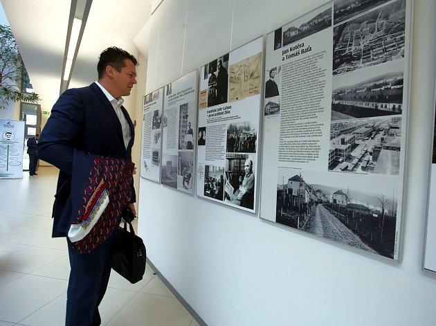 Výstava Stavby století republiky ve Zlíně v univerzitním  centru ve Zlíně.