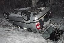 Ve vozidle cestovalo šest žen. Dvě skončily po nehodě v nemocnici