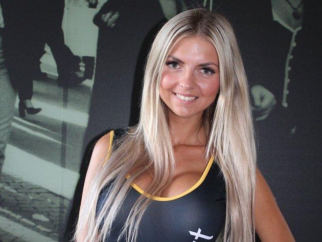 Dvaadvacetiletá Petra Kunzová byla jednou z desítek hostesek na letošní Barum Rally Zlín.