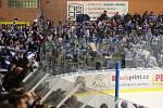Extraligoví hokejisté Zlína (vš žlutém) v nedělním 26. kole doma hostili mistrovskou Kometu Brno.  Na snímku fanoušci Komety ve Zlíně.