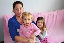 V městském bytě o velikosti 1+1 se tísní už pět let čtyřiatřicetiletá matka tří dětí Petra Františáková z Otrokovic.