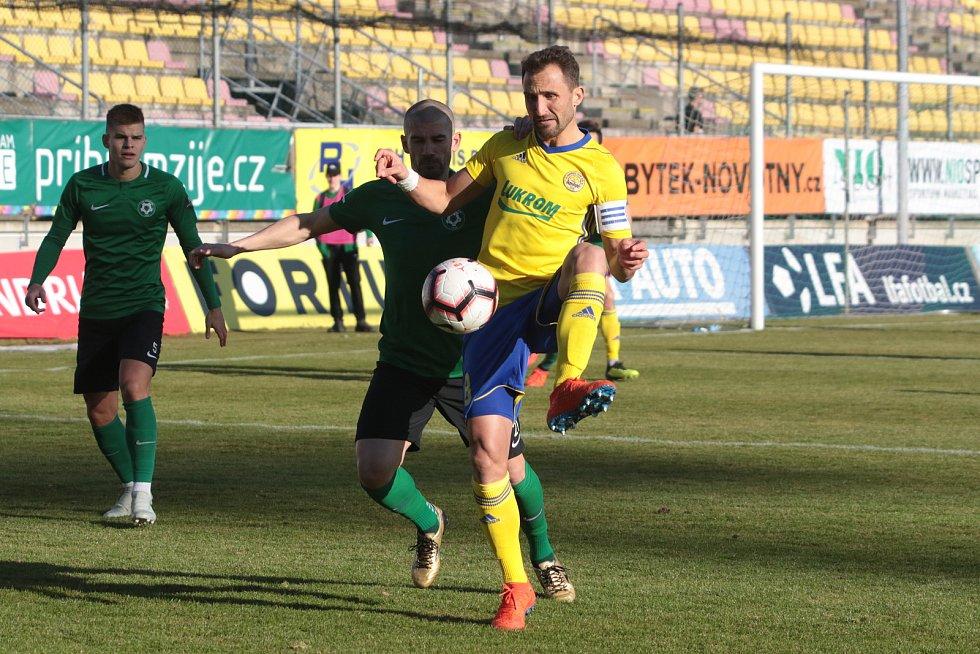 Fotbalisté Zlína (ve žlutém) se ve 21. kole FORTUNA:LIGY představili na hřišti Příbrami.