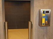 Vstup do dosud veřejnosti neotevřeného sociálního zařízení bude přes turnikety, po zaplacení v automatu.