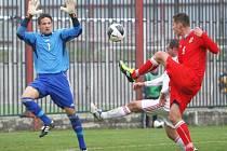 Čeští fotbalisté amatérského výběru Zlínského kraje (v červeném) v Brumově prohráli s Maďarskem.