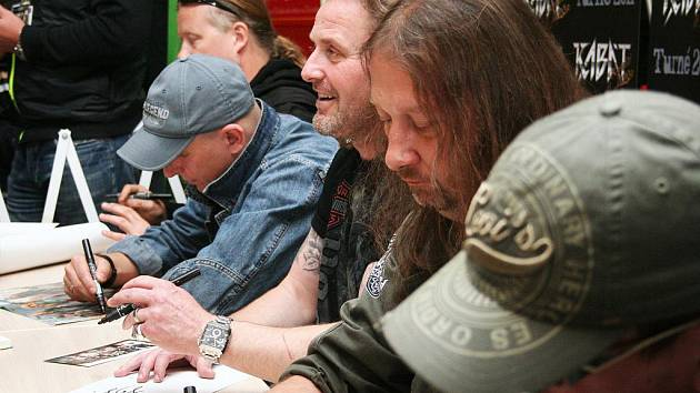 Tisíce rockových duší se přišly pokochat další zastávkou turné oblíbené  české kapely Kabát – Banditi Di ... 173bac83720