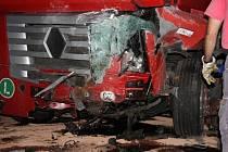 Tu nejvyšší daň, a to lidský život, zaplatil za svou nepozornost třicetiletý řidič z Přerovska. Ten ve středu 15. srpna zemřel při nehodě u Tlumačova na Zlínsku.