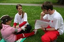 Pod hlavičkou Světového dne Českého červeného kříže se ve Zlíně utkalo na osmdesát žáků základních škol v poskytování první pomoci.