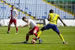 Fotbalisté Zlína (ve žlutých dresech) porazili na Letné třetiligovou Kroměříž 4:1.