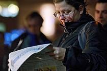 Zlíňané zpívali koledy 14. prosince na náměstí Míru v rámci celonárodní akce Deníku Česko zpívá koledy