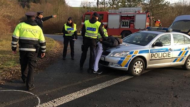 Policisté u Vizovic pronásledovali stříbrnou alfu romeo, řidič byl pod vlivem drog