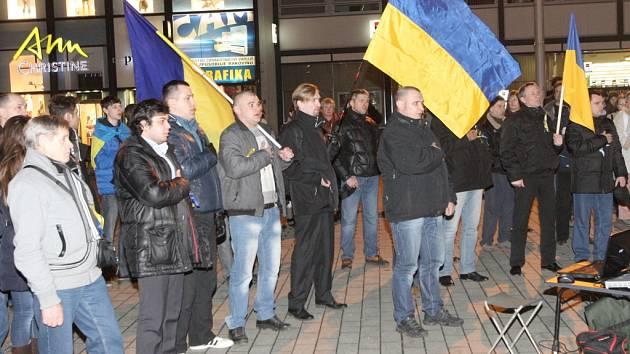 Demonstrace ukrajinských občanů žijících v ČR na náměstí Svobody v Brně. Ilustrační foto.