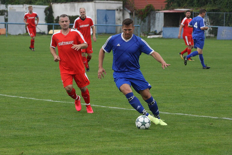 Fotbalisté Kunovic (v modrých dresech)  v 5. kole I. A třídy skupiny odlehli favorizovaným Osvětimanům 2:4.