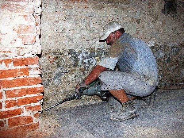 Dobrovolníci začali obnovovat zlínský kostel