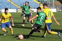 Fotbalisté Zlína B (ve žlutých dresech) prohrál na Letné s Petřkovicemi 0:3.