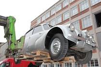 SKVOST. Originál vozu Tatra 87, s nímž J. Hanzelka s M. Zikmundem absolvovali svou první cestu.
