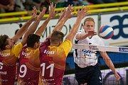 Utkání 1. kola volejbalové UNIQA Extraligy se odehrálo 1. října v Liberci. Utkaly se celky VK Dukla Liberec a Fatra Zlín. Na snímku vpravo je Daniel Čech.