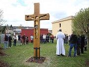 Žehnání kříže v  azylovém domě  Samaritán v Otrokovicích.