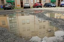Přívalový déšť způsobil v Otrokovicích zaplavení silnic a sklepů