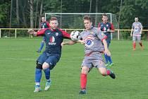 Fotbalisté Mladcové (v modrých dresech) ve 24. kole I. B třídy skupiny B zvítězili nad Malenovicemi 3:2 po penaltovém rozstřelu.