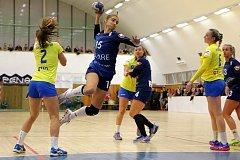 Házenkářky Zlína (ve žlutých dresech) prohrály v 10. kole ženské MOL ligy ve Veselí nad Moravou 24:32.