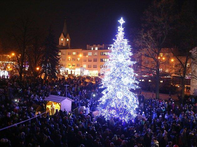 Slavnostní rozsvícení vánočního stromu na náměstí Míru ve Zlíně,