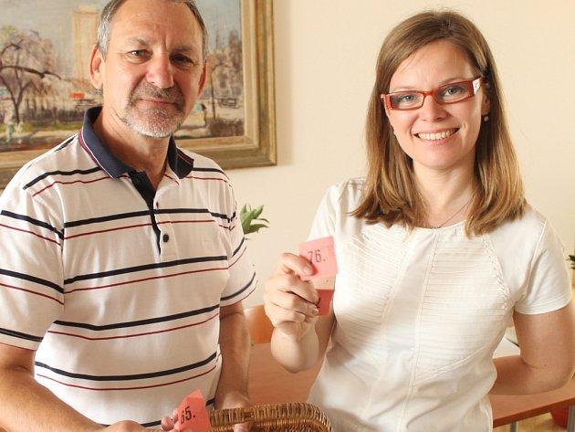 Na snímku vedoucí magistrátního odboru kultury Kateřina Pešatová a Luděk Pavézka.